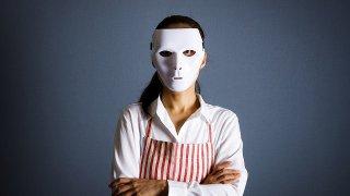 仮面をつけた主婦